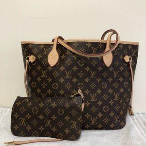 Louis Vuitton. 13 x 12 x 7 Brown